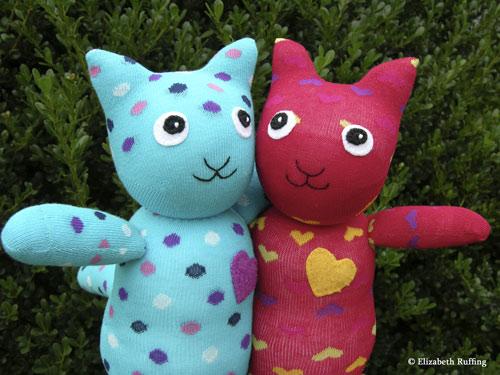 Hug Me! Sock Kittens by Elizabeth Ruffing