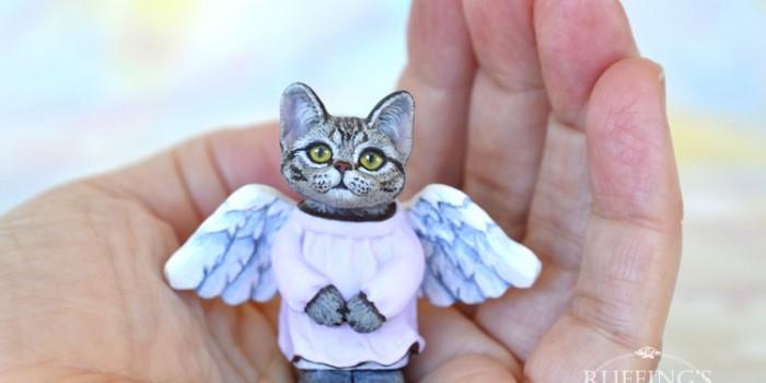 daphne-american-shorthair-kitten-hand