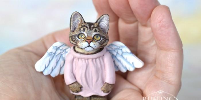 genevieve-tabby-maine-coon-kitten-hand