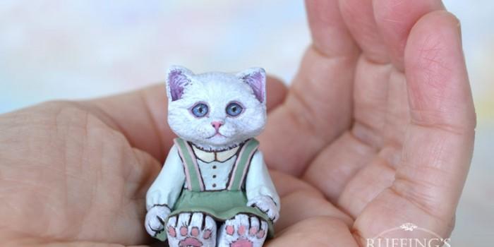 snowflake-white-kitten-hand