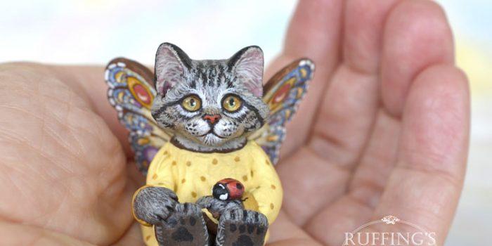 evaline-maine-coon-tabby-fairy-kitten-hand